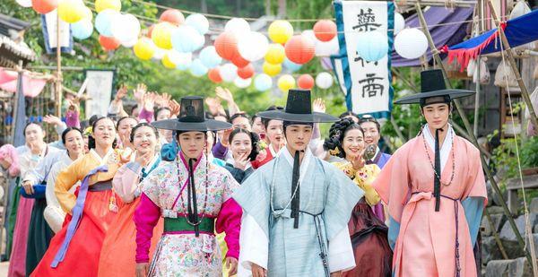 """Flower crew: Joseon Marriage Agency"": Park Ji Hoon mặc hanbok này 2"