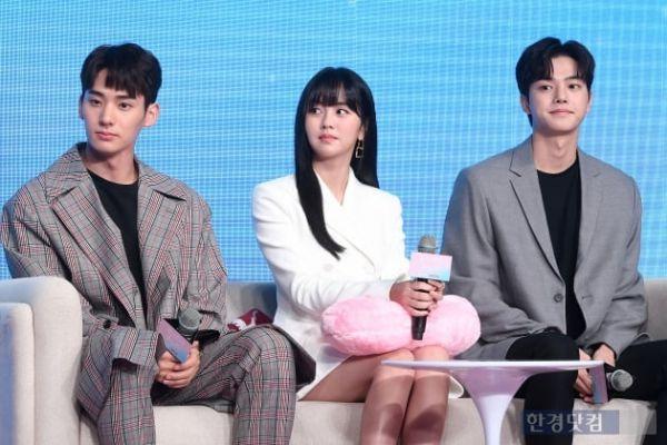 """Họp báo ra mắt """"Love Alarm"""": Kim So Hyun rạng rỡ bên Song Kang, Jung Ga Ram 14"""