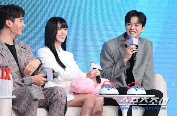 """Họp báo ra mắt """"Love Alarm"""": Kim So Hyun rạng rỡ bên Song Kang, Jung Ga Ram 3"""