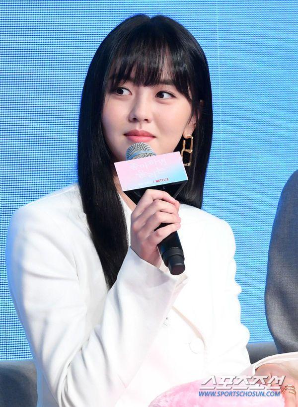 """Họp báo ra mắt """"Love Alarm"""": Kim So Hyun rạng rỡ bên Song Kang, Jung Ga Ram5"""