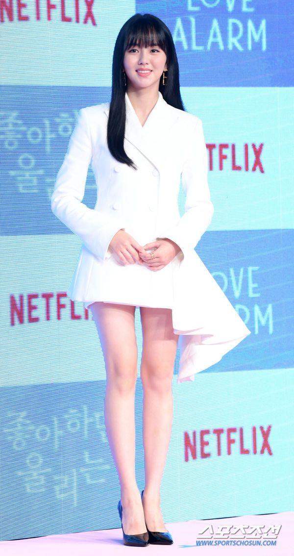 """Họp báo ra mắt """"Love Alarm"""": Kim So Hyun rạng rỡ bên Song Kang, Jung Ga Ram6"""
