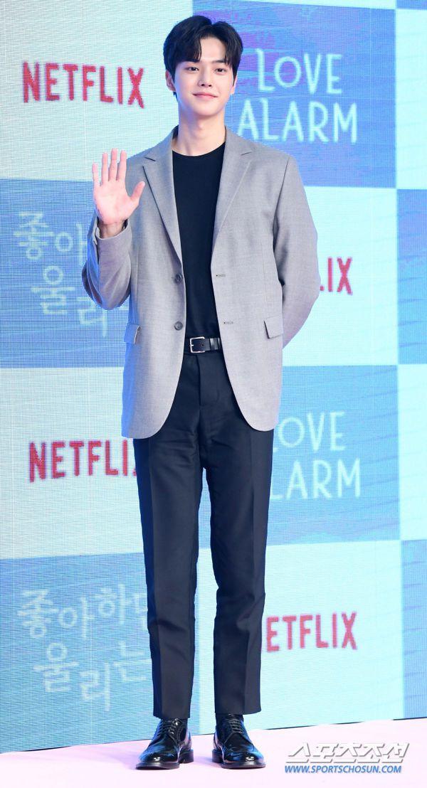 """Họp báo ra mắt """"Love Alarm"""": Kim So Hyun rạng rỡ bên Song Kang, Jung Ga Ram 9"""