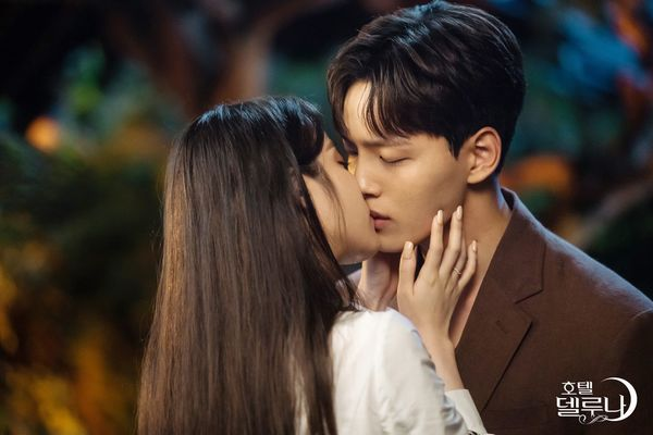 "Kim Soo Hyun sẽ làm cameo trong tập cuối của ""Hotel Del Luna"" 6"