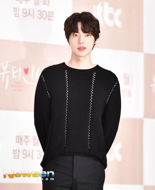 """Ahn Jae Hyun vẫn quay """"People With Flaws"""" dù Goo Hye Sun tạm giải nghệ 3"""