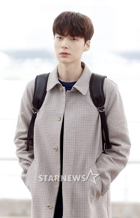 """Ahn Jae Hyun vẫn quay """"People With Flaws"""" dù Goo Hye Sun tạm giải nghệ 4"""
