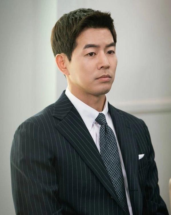 """Ngắm bộ ảnh cưới lung linh của Jang Nara và Lee Sang Yoon trong """"VIP"""" 1"""