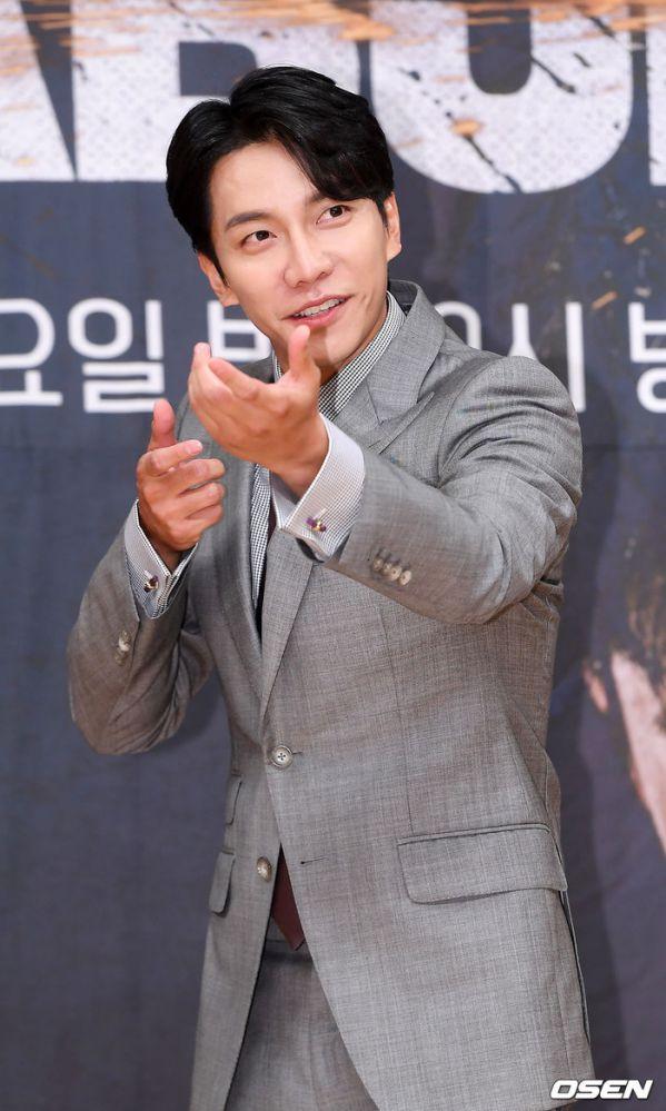 """Họp báo ra mắt """"Vagabond"""": Suzy xinh đẹp và quyến rũ bên Lee Seung Gi 2"""