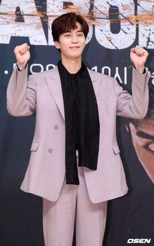 """Họp báo ra mắt """"Vagabond"""": Suzy xinh đẹp và quyến rũ bên Lee Seung Gi 5"""