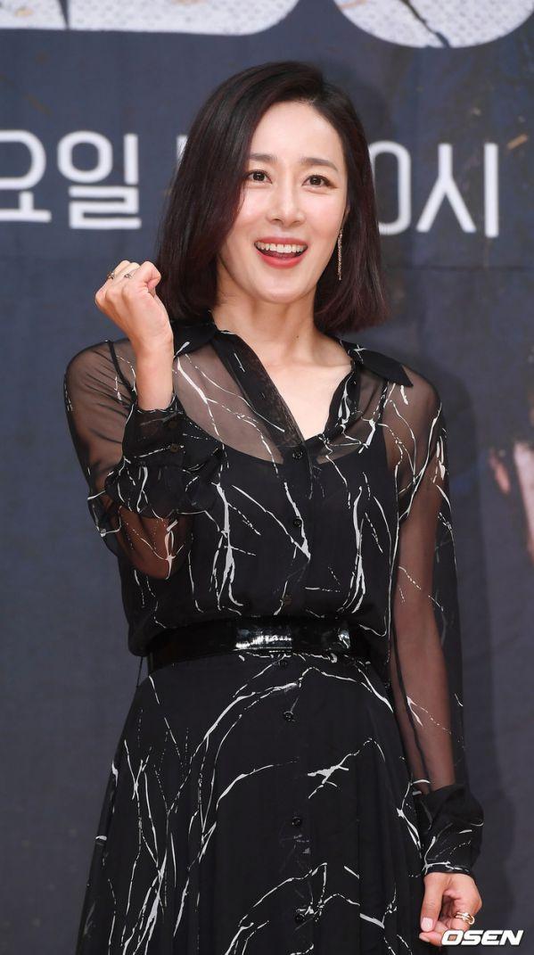 """Họp báo ra mắt """"Vagabond"""": Suzy xinh đẹp và quyến rũ bên Lee Seung Gi 7"""