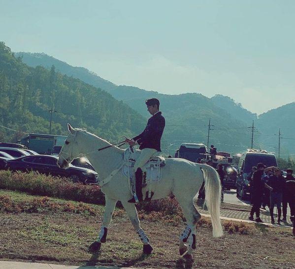 """Hình ảnh đầu tiên của Lee Min Ho trong """"The King: The Eternal Monarch"""" 11"""