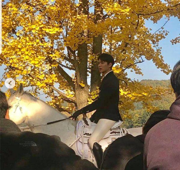 """Hình ảnh đầu tiên của Lee Min Ho trong """"The King: The Eternal Monarch"""" 6"""