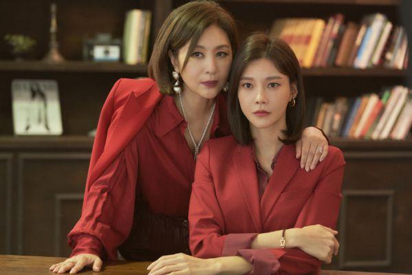 """Phim Hàn sắp lên sóng tháng 11: Mong đợi nhất """"Crash Landing on You"""" 4"""