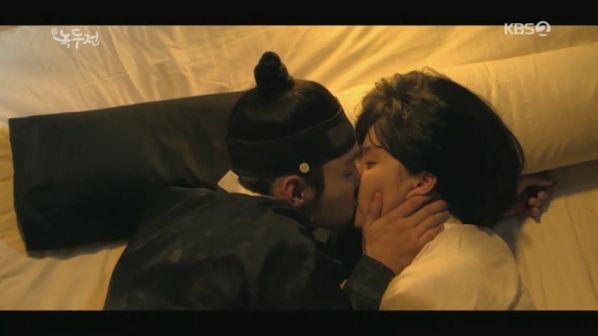 """Rating phim Hàn tối 5/11: """"VIP"""" đứng đầu, """"The Tale of Nokdu"""" lại giảm 2"""