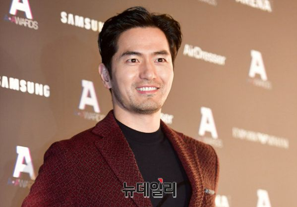 """Lee Jin Wook, Song Kang, Lee Si Young tham gia phim """"Sweet Home"""" 1"""