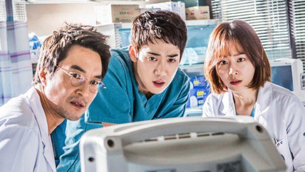 """""""Romantic Doctor 2/Người Thầy Y Đức 2"""" tung Poster lên sóng 6/1/2020 1"""