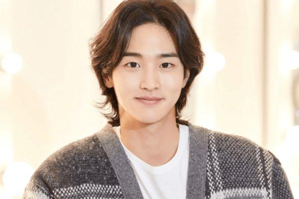 """Krystal và Jang Dong Yoon đóng chính trong phim """"Search"""" 5"""