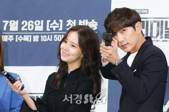 """Phim """"Flower of Evil"""" do Lee Jun Gi và Moon Chae Won đóng chính 1"""