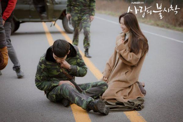 """Tập 10 """"Hạ Cánh Nơi Anh"""" đạt rating choáng váng vì Kim Soo Hyun 9"""