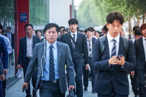 Top 11 bộ phim lẻ Hàn Quốc hay nhất và gây sốt nhất năm 2019 14