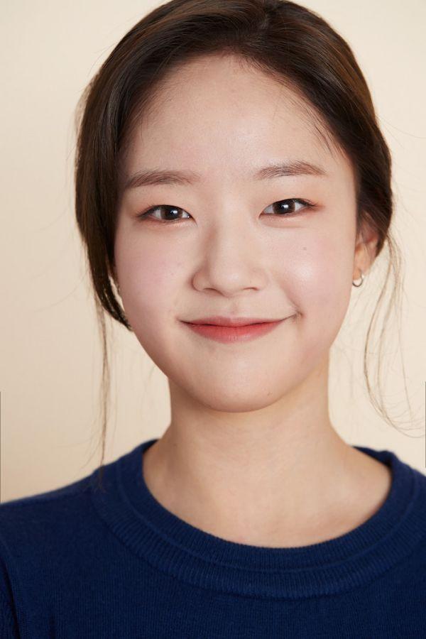 """Dàn diễn viên trong phim """"Twenty-Twenty"""" của Kim Woo Seok (X1)9"""
