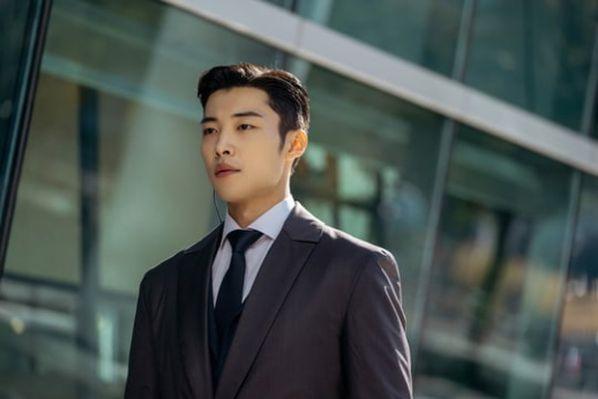"""Nhân vật của Kim Yong Ji, Woo Do Hwan trong """"Quân Vương Bất Diệt""""2"""