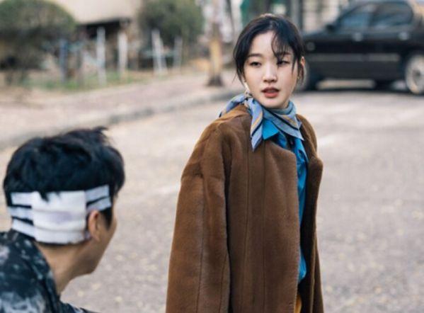 """Tạo hình của Lee Min Ho và Kim Go Eun trong """"Quân Vương Bất Diệt"""" 1"""