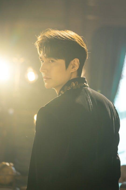 """Tạo hình của Lee Min Ho và Kim Go Eun trong """"Quân Vương Bất Diệt"""" 5"""