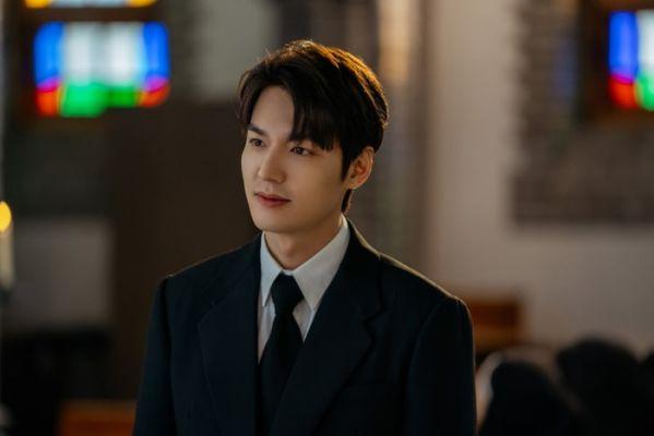 """Đội cận vệ siêu ngầu của Lee Min Ho trong """"The King: Eternal Monarch""""1"""