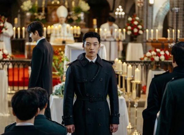 """Đội cận vệ siêu ngầu của Lee Min Ho trong """"The King: Eternal Monarch""""2"""