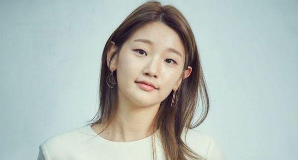 """""""Record of Youth"""" của Park Bo Gum và Park So Dam bắt đầu quay 4"""