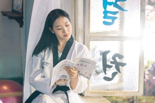 """Tạo hình ngọt ngào của Kim Go Eun trong """"Quân Vương Bất Diệt"""" 2"""