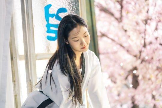 """Tạo hình ngọt ngào của Kim Go Eun trong """"Quân Vương Bất Diệt"""" 3"""