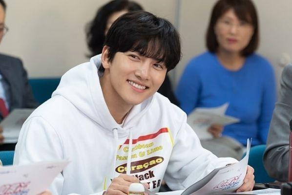 """""""Convenience Store Saet Byul"""" đọc kịch bản, sẽ lên sóng ngày 12/6 3"""