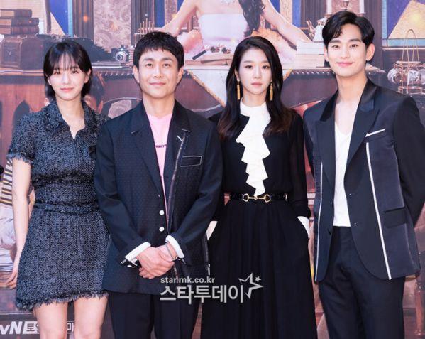 "Họp báo ""It's Okay To Not Be Okay"" Kim Soo Hyun, Seo Ye Ji quá đẹp 2"