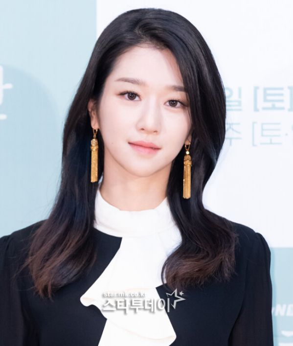 "Họp báo ""It's Okay To Not Be Okay"" Kim Soo Hyun, Seo Ye Ji quá đẹp 3"