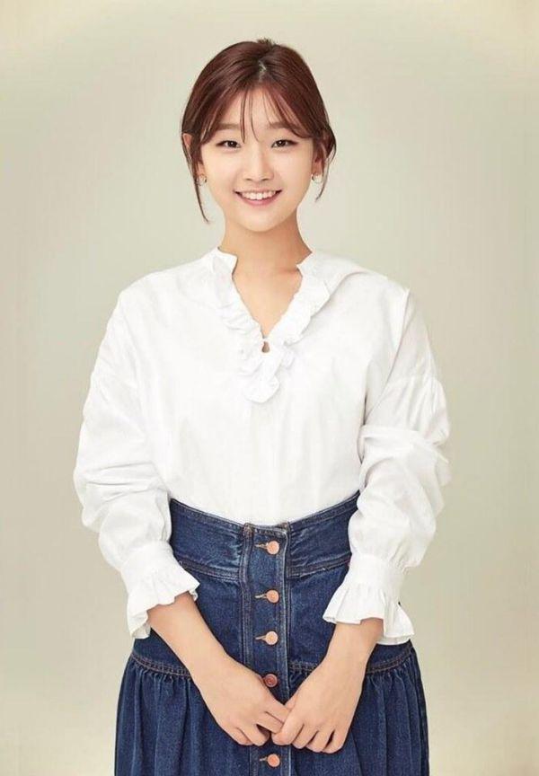 """Seol In Ah đóng vai bạn gái của Park Bo Gum trong """"The Moment""""2"""