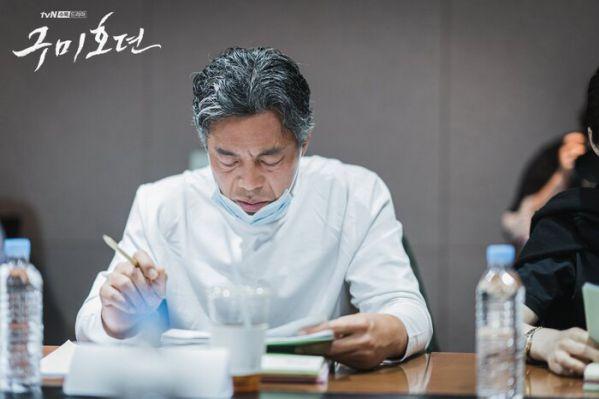 "Lee Dong Wook, Jo Bo Ah trong buổi đọc kịch bản ""Tale of the Nine Tailed""7"