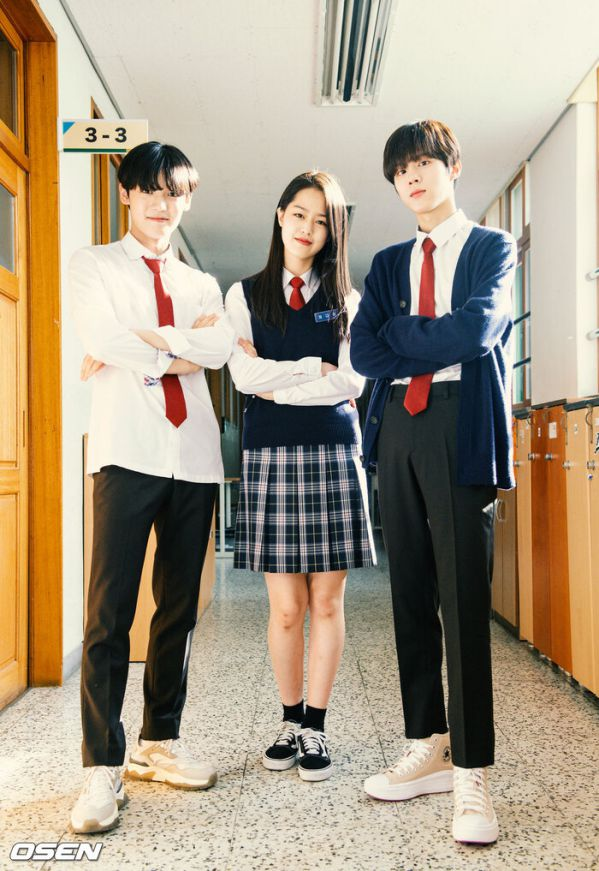 """Ảnh hậu trường siêu đẹp của Kim Woo Seok (X1) trong """"Twenty Twenty""""17"""