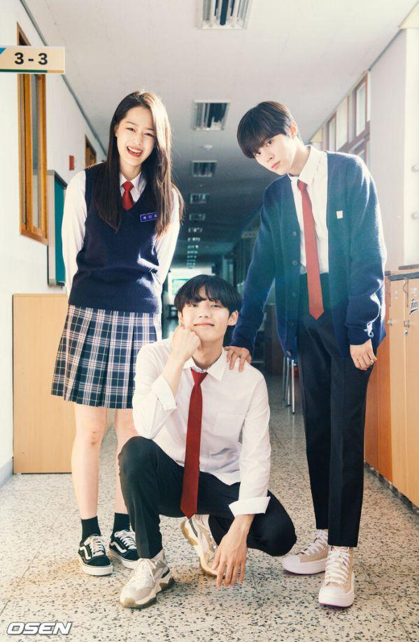 """Ảnh hậu trường siêu đẹp của Kim Woo Seok (X1) trong """"Twenty Twenty""""19"""