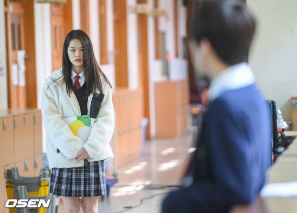 """Ảnh hậu trường siêu đẹp của Kim Woo Seok (X1) trong """"Twenty Twenty""""5"""