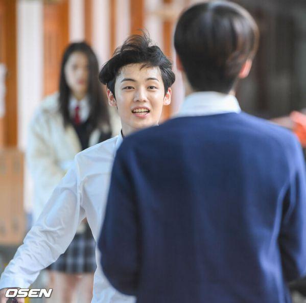 """Ảnh hậu trường siêu đẹp của Kim Woo Seok (X1) trong """"Twenty Twenty""""6"""