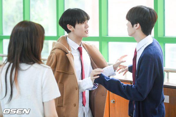 """Ảnh hậu trường siêu đẹp của Kim Woo Seok (X1) trong """"Twenty Twenty""""7"""