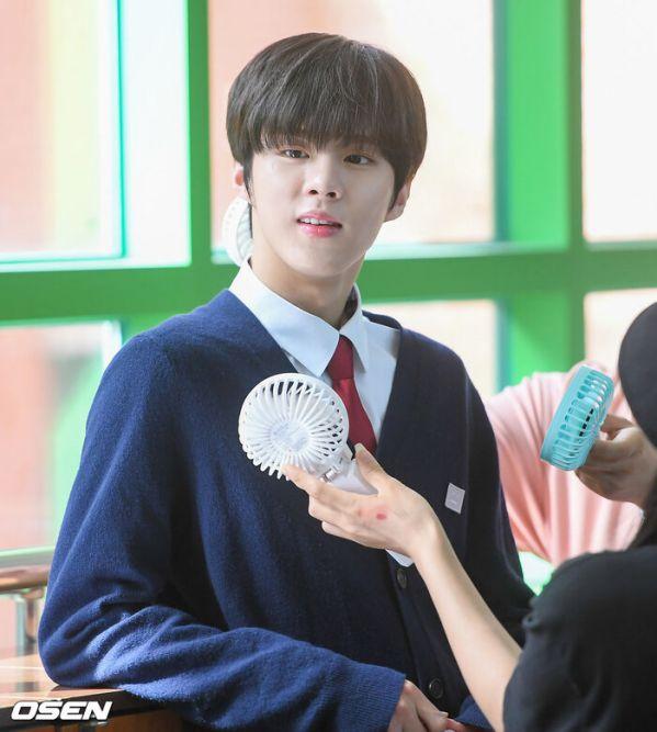 """Ảnh hậu trường siêu đẹp của Kim Woo Seok (X1) trong """"Twenty Twenty""""8"""