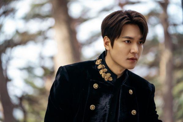 """Lee Min Ho trở lại với sự án """"Pachinko"""", fan lại có phim xem rồi! 4"""