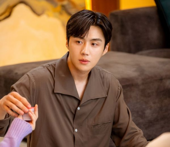 """Tất tần tật về Kim Seon Ho - Chàng nam phụ gây sốt trong """"Start Up""""1"""