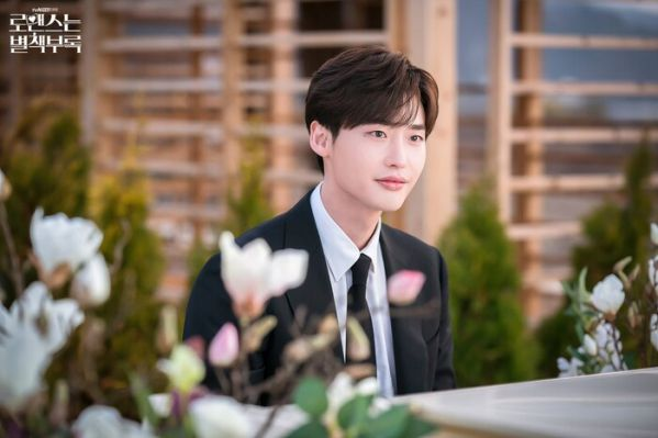 """Lee Jong Suk xác nhận sẽ đóng chính trong siêu phẩm """"The Witch 2"""" 2"""