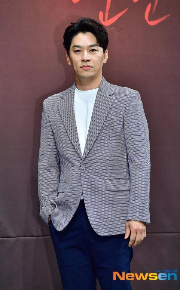 """Kim Rae Won, Lee Jong Suk, Cha Eun Woo cùng tham gia """"Decibel""""4"""