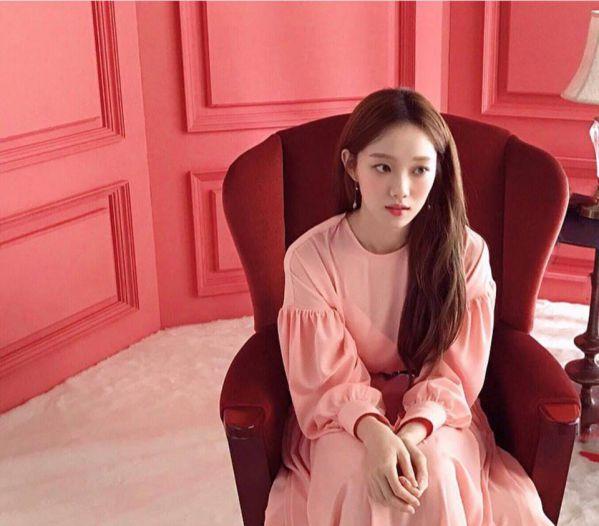 while-you-were-sleeping-lee-sung-kyung-yoon-kyun-sang-da-xuat-hien